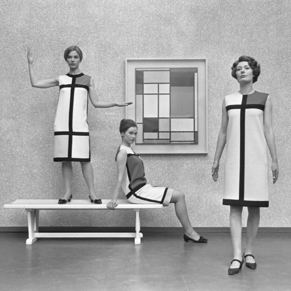 Grafica_Moda_Mondriaanmode uit Parijs, japonnen gemaakt door Yves St. Laurent , de modellen in Haagse Gemeente Museum *12 januari 1966