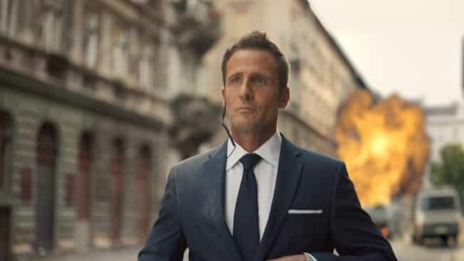 il servizio clienti scadente fa fallire la missione di 007 nel nuovo spot Adobe