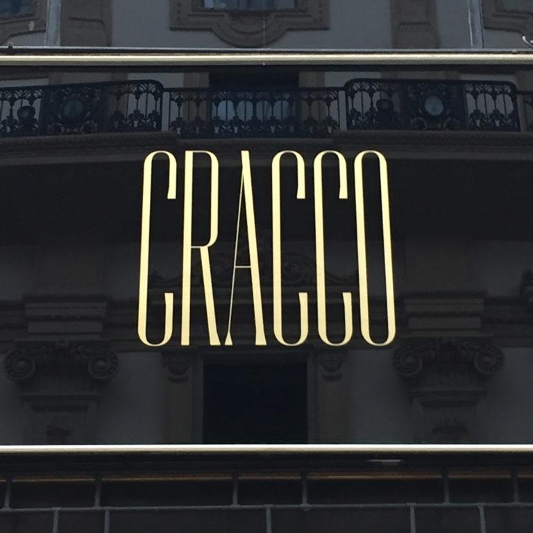 Il font usato nel logo del nuovo ristorante di Cracco? È custom type di Federico Landini, designer specializzato in branding e tipografia.